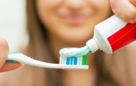 Aπίθανες χρήσεις της οδοντόκρεμας που σίγουρα δεν γνωρίζατε