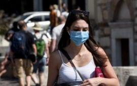 ΑΠΘ: 200.000 κρούσματα και τριπλασιασμός θανάτων χωρίς χρήση μάσκας παντού