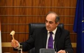 Πολιτικός «σεισμός» στην Κύπρο – Αποχή από τα καθήκοντά του ανακοίνωσε ο Συλλούρης