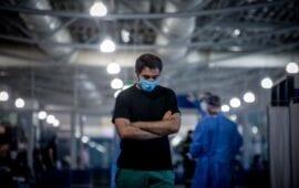 Έρευνα: Ο κορονοϊός «επιβιώνει» στο δέρμα για τουλάχιστον 9 ώρες