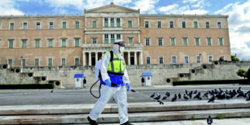 Municipal workers disinfect Syntagma square, in Athens, on March 24, 2020. Greece is on the second day of a strict nationwide lockdown seeking to halt the spread of the COVID-19 infection caused by novel coronavirus, with excursions from the home limited to attending work, buying food, visiting the doctor, walking the dog or going for a solitary jog. / Υπάλληλοι του Δήμου απολυμαίνουν την Πλατεία Συντάγματος κατα την διάρκεια της δεύτερης ημέρας επιβολής απαγόρευσης κυκλοφορίας, με εξαίρεση την έξοδο για και απο το χώρο εργασίας, αγορές τροφίμων, επίσκεψη σε γιατρό και φαρμακείο ή βόλτα κατοικίδιου και προσωπική άσκηση, Αθήνα, 24 Μαρτίου 2020.