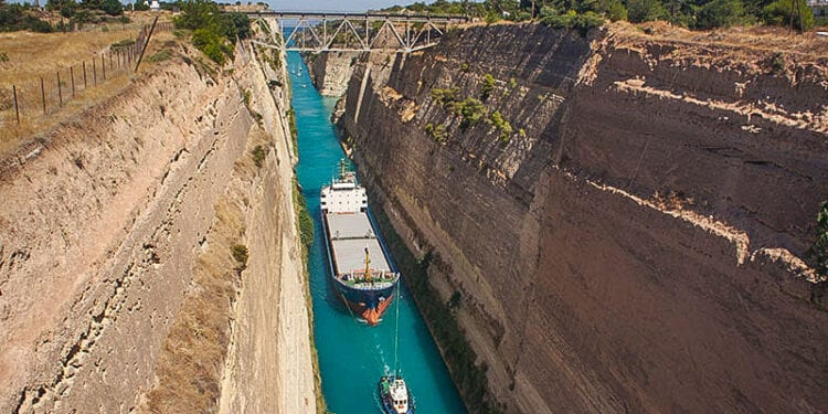 004 Ships Crossing The Canal Of Corinth 750x375